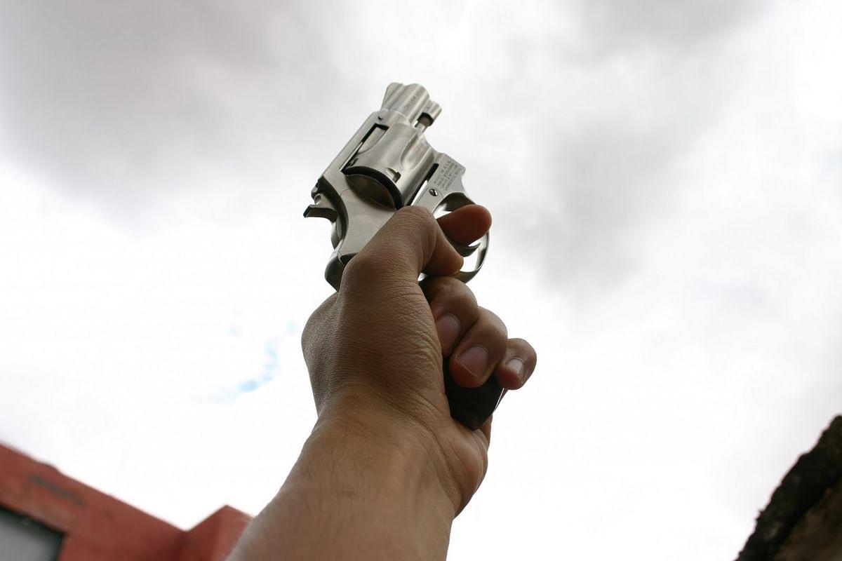 Unidentified man opens fire in market area of Mumbai