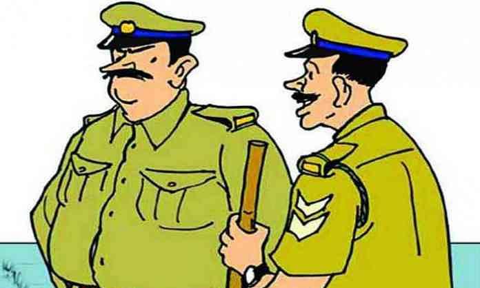 दोघा पोलिसांनी धमकावून खंडणी उकळली