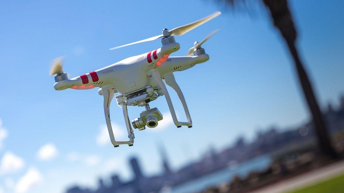 घराबाहेर पडणार्यांवर आता ड्रोनची नजर; कारवाई करणार