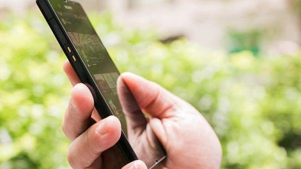 व्होडाफोन, एअरटेलचे रिचार्ज ५० टक्क्यांनी महागणार; मोबाईल कंपन्यांचातोटा भरून काढण्यासाठी ग्राहकांना भुर्दंड