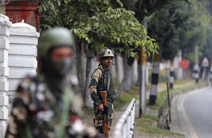 पाकच्या नापाक कुरापती सुरूच; भारतीय जवानांकडून दोन दहशतवाद्यांना कंठस्नान