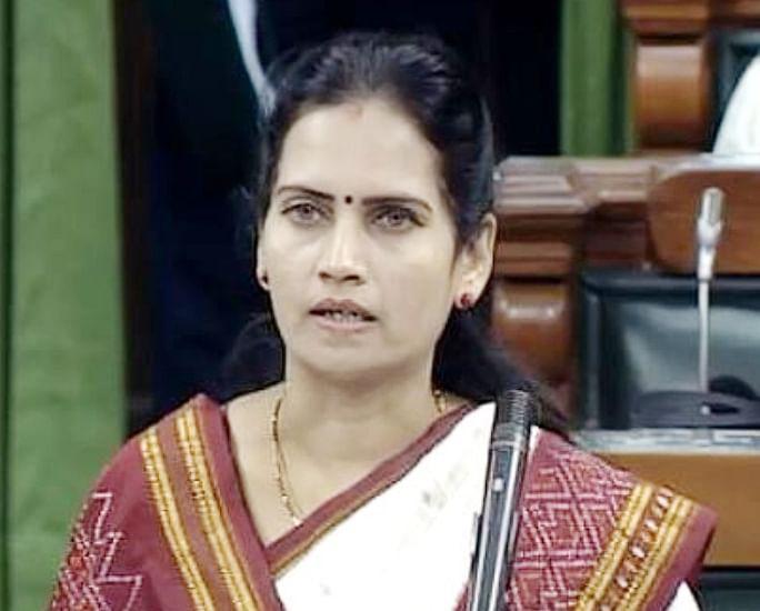 खा. डॉ. भारती पवार यांच्याकडून पंतप्रधान वैद्यकीय सहाय्यता निधीस एक कोटी रुपये