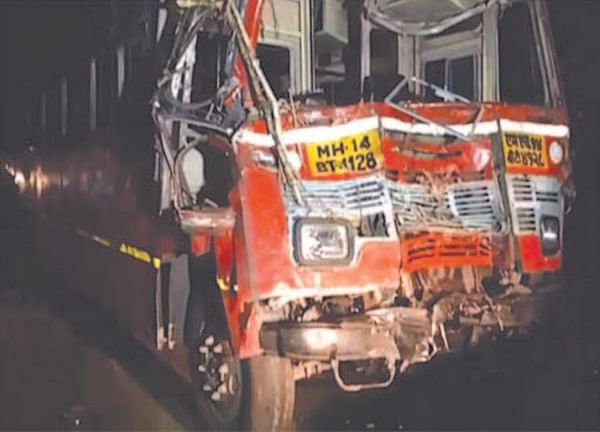सहलीच्या बसची ट्रॅक्टरला धडक  धांदरफळच्या 18 विद्यार्थ्यांसह 22 जखमी