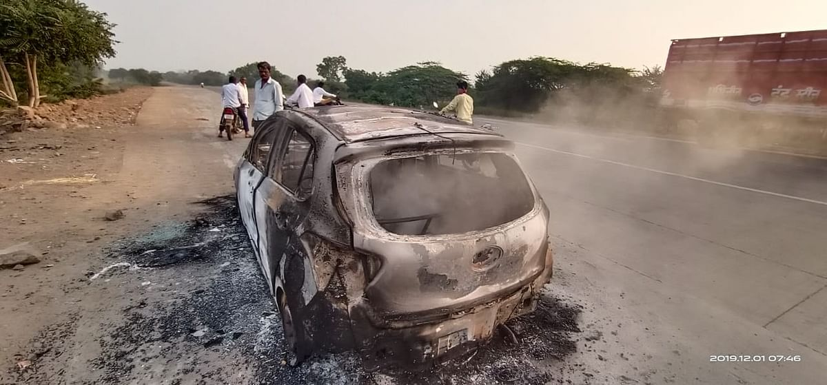 नगर-दौंड रस्त्यावर पेटलेली कार नेमकी कुणाची? पोलीस स्टेशनला खबरही नाही