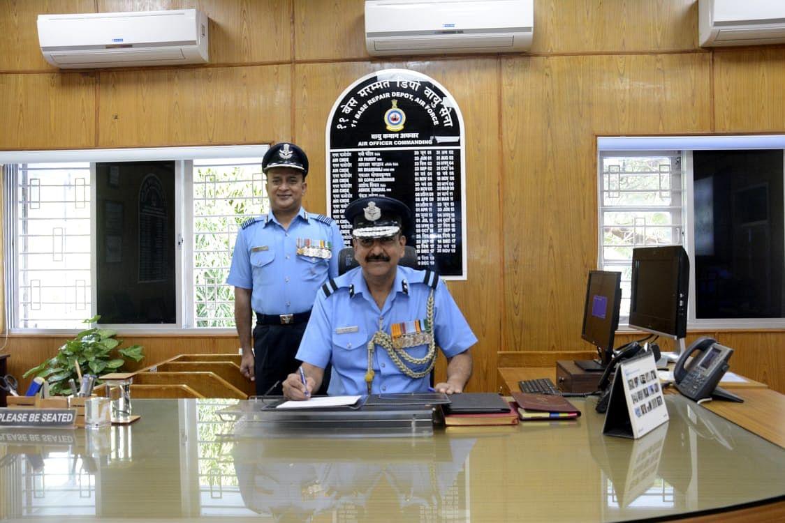एयर कमोडोर पी.एस. सरीन ओझर एअर फोर्स स्टेशनचे नवे प्रमुख