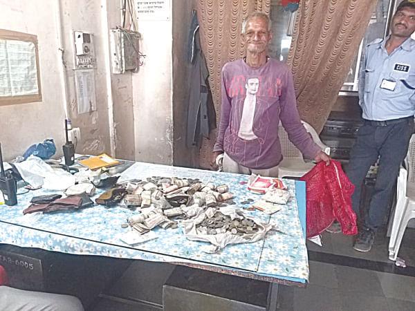 शिर्डीत वृद्धाकडे आढळली 23 हजार रुपयांची रक्कम