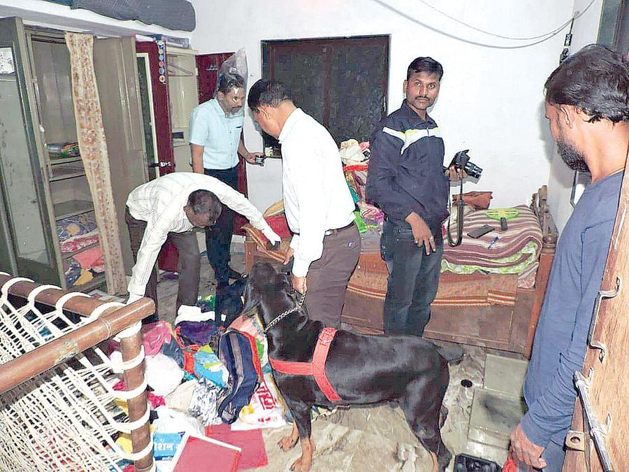 पोलिसाच्या घरावरच चोरट्यांचा डल्ला