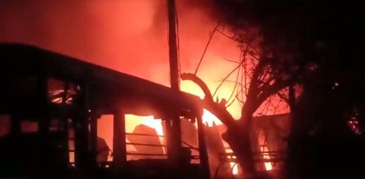 Video : एसटी महामंडळ वर्कशॉपला भीषण आग
