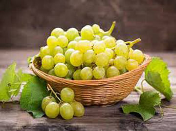कुणी द्राक्ष घेत का द्राक्ष..? अवघा दहा रुपये किलोचा भाव...!