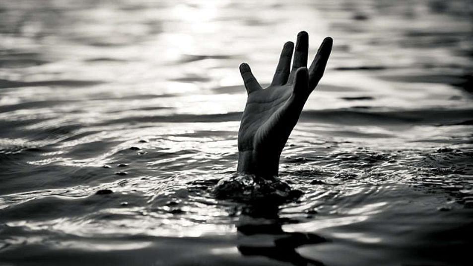 दुर्दैवी! पाण्यात बुडणाऱ्या मुलाला वाचविताना वडीलांचाही मृत्यू