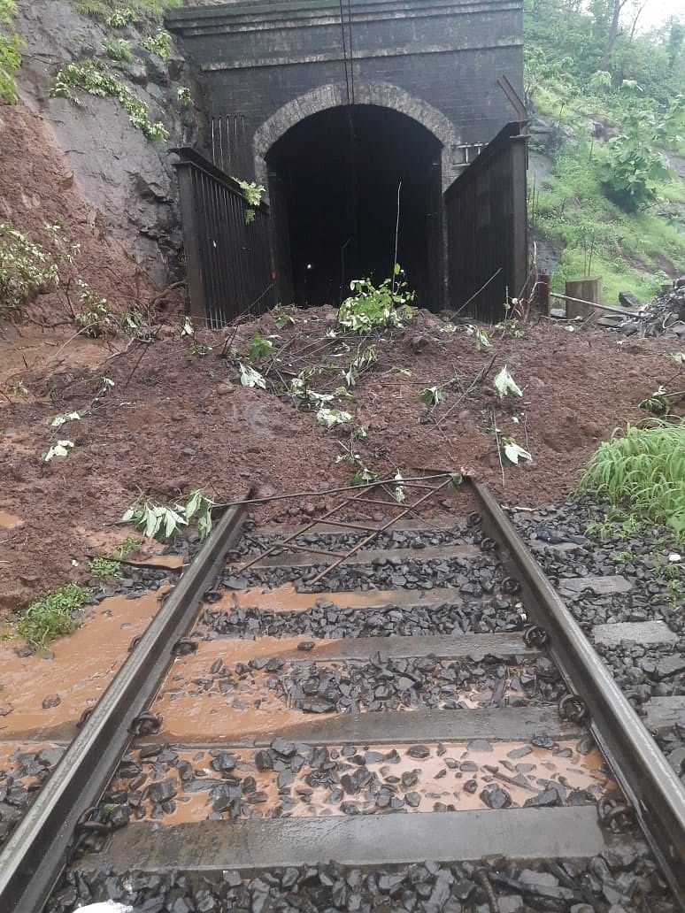 CR erects protective structure in Kasara ghat