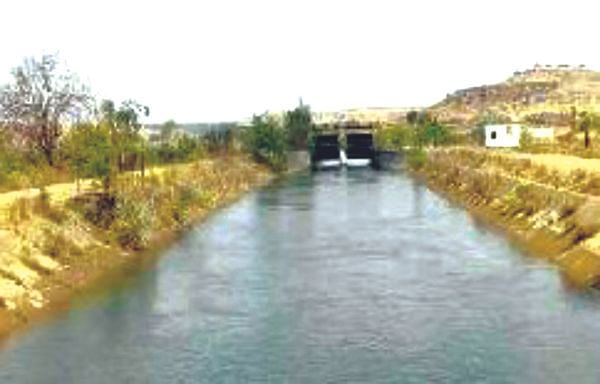 श्रीगोंदा : कुकडीच्या पाण्याचे नियोजन होत नसल्याने शेतकरी आक्रमक