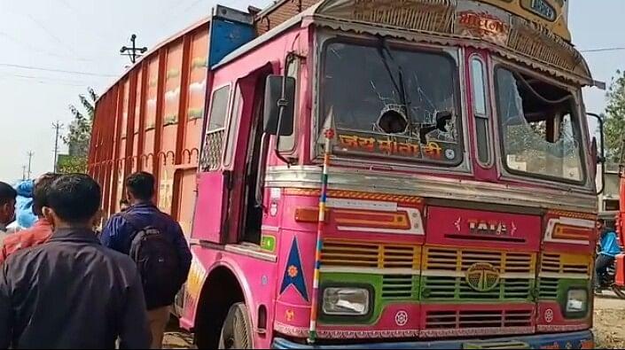 केडगावमध्ये ट्रकने महिलेला चिरडले