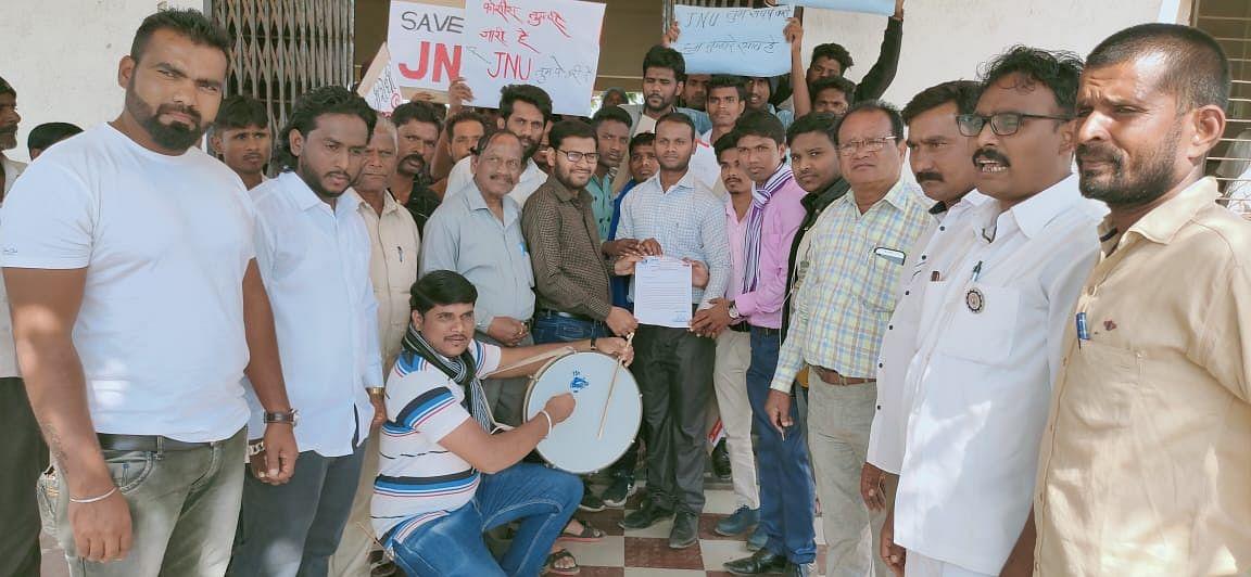 इगतपुरी : जेएनयु प्रकरणी 'सम्यक'चे तहसील कार्यालयावर धरणे आंदोलन