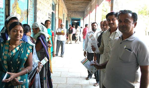 धुळे तालुक्यात मतदान शांततेत सुरु