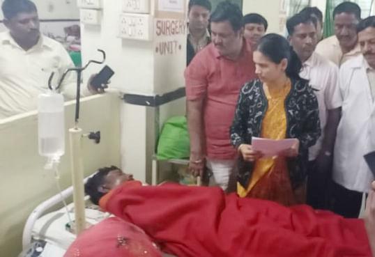 मेशी अपघात : खा.डॉ.भारती पवार यांनी घेतली अपघातग्रस्त कुटुंबियांची व रुग्णांची भेट