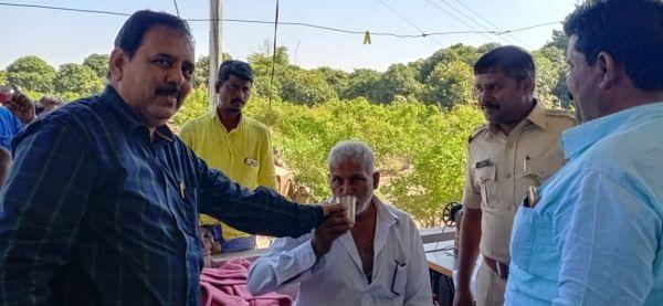 श्रीगोंदा : कारखान्याला ऊस देण्यासाठी वडाळीत शेतकर्याचे उपोषण