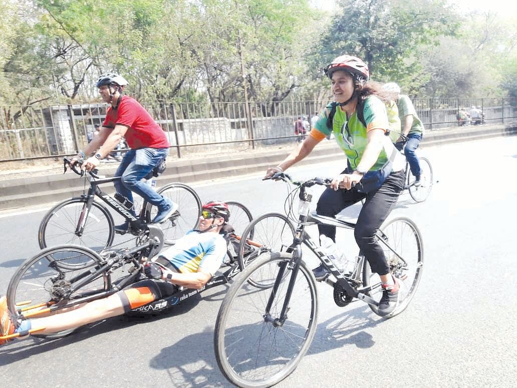 15 cyclists cover 600 km in 40 hours