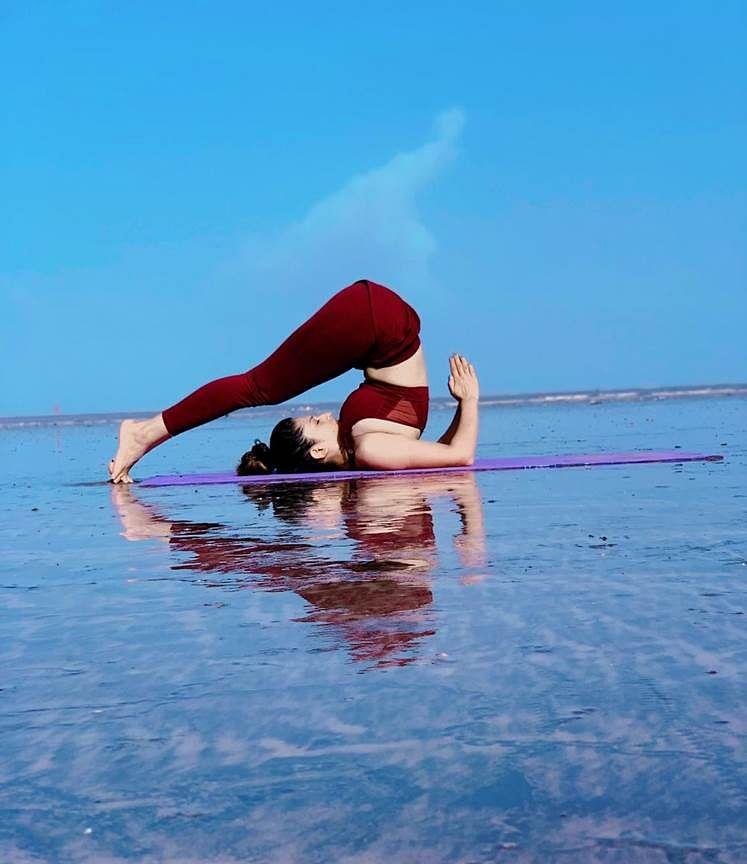 योगा करून युवा डान्सिंग क्वीन कृतिका ठेवतेय फिटनेस