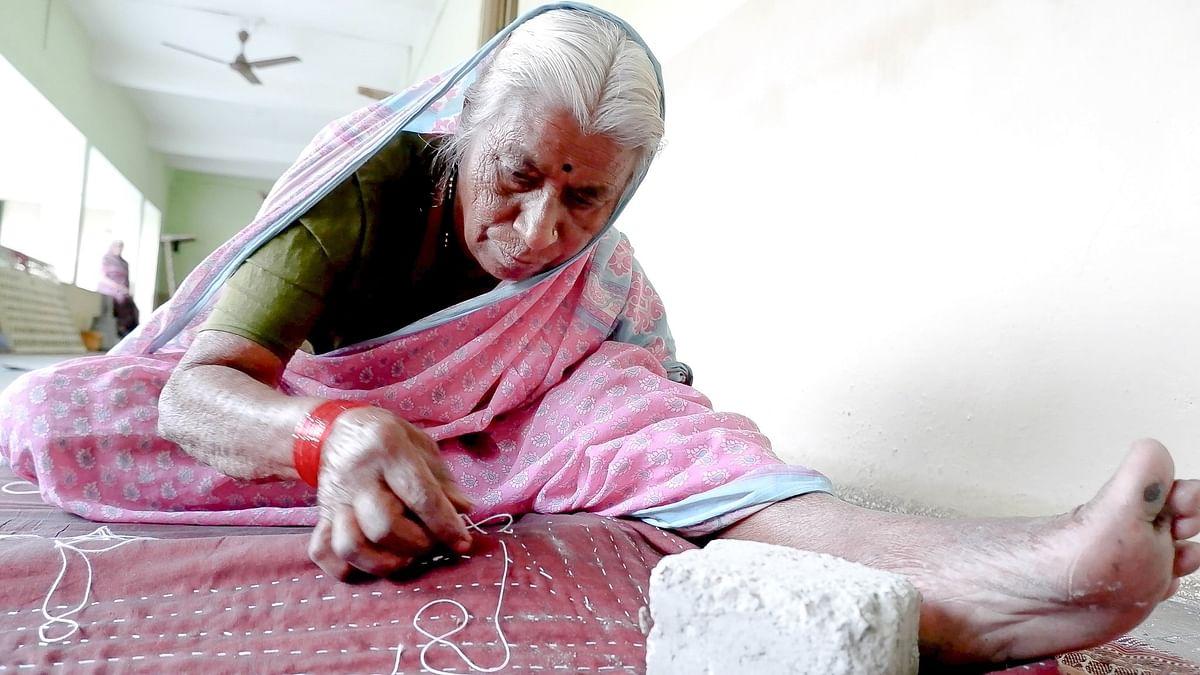 नाशिक : कुष्ठरोगी स्रियांच्या हातची उब देणारी मायेची गोधडी