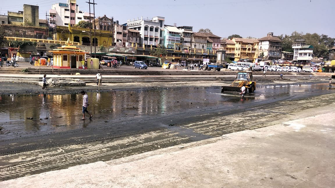 Game instructs to remove hyacinth in Godavari river