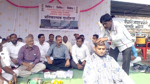 video जळगाव : नशिराबाद ग्रामस्थांनी केले महामार्ग प्राधिकरणचे प्रतिकात्मक उत्तरकार्य : माजी मंत्र्यांसह जि.प.उपाध्यक्षांची हजेरी