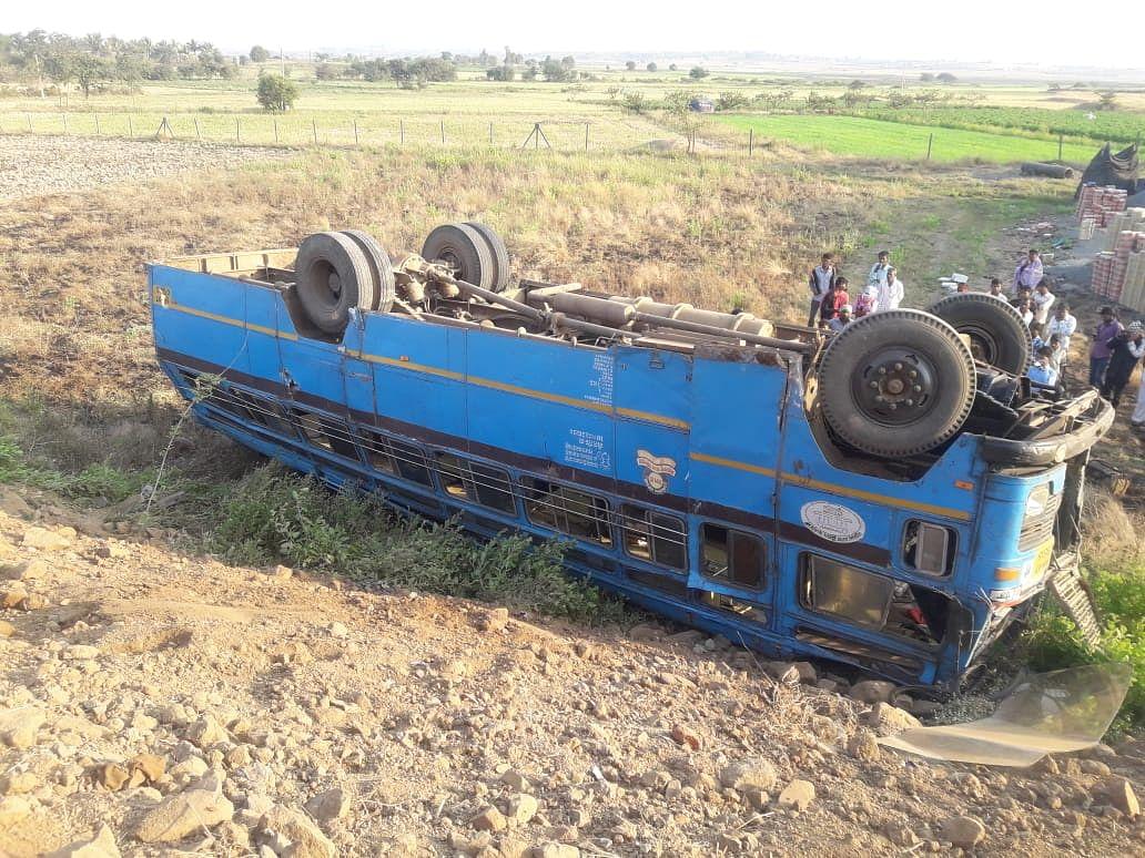 Nine hurt as MSRTC bus overturns in Dindori, Nashik