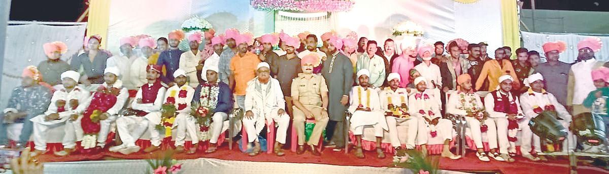एक रुपयात लावले अकरा सामुदायिक विवाह