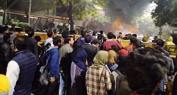 दिल्ली हिंसाचार : मृतांचा आकडा 22 ; नाल्यात आढळला आयबी अधिकार्याचा मृतदेह