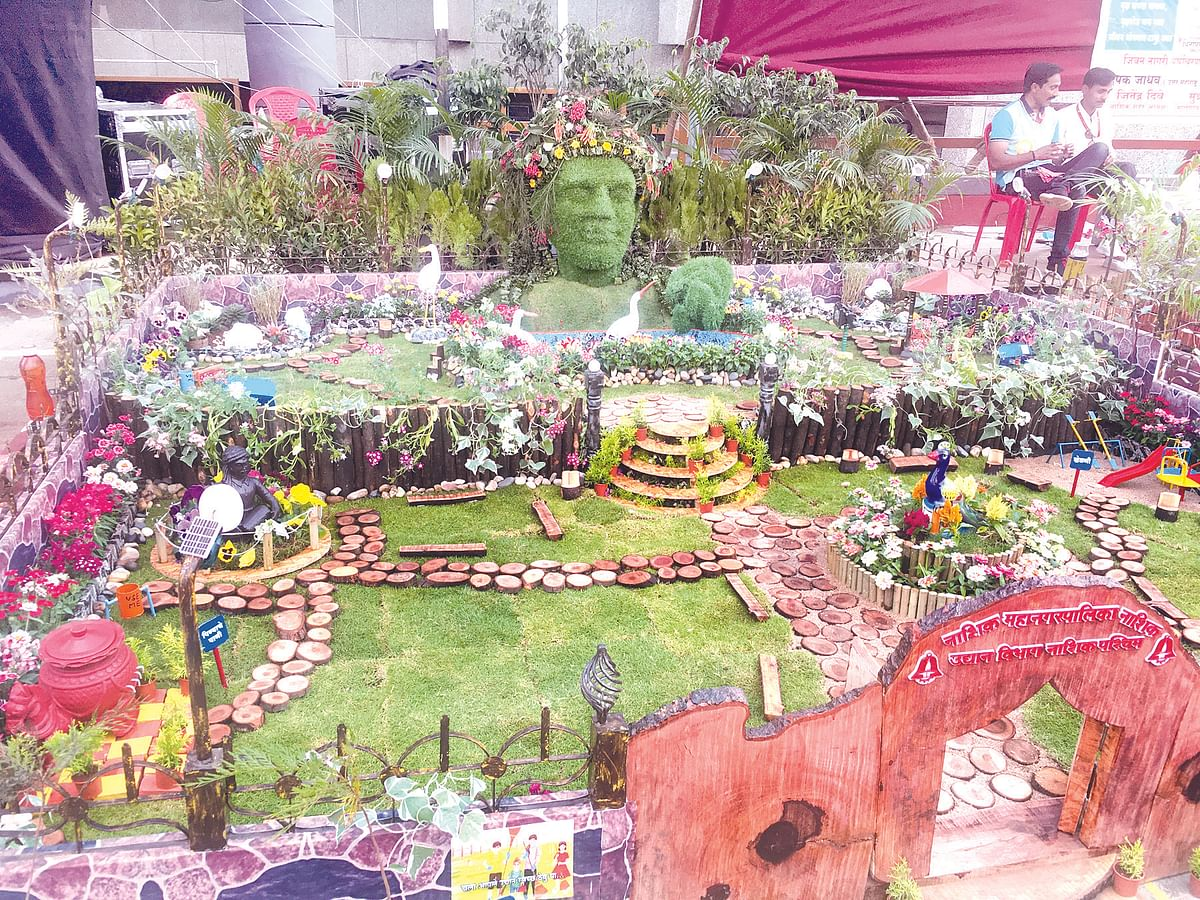Photo Gallery : Holidays adding into number of visitors: NMC's flower show receiving good response