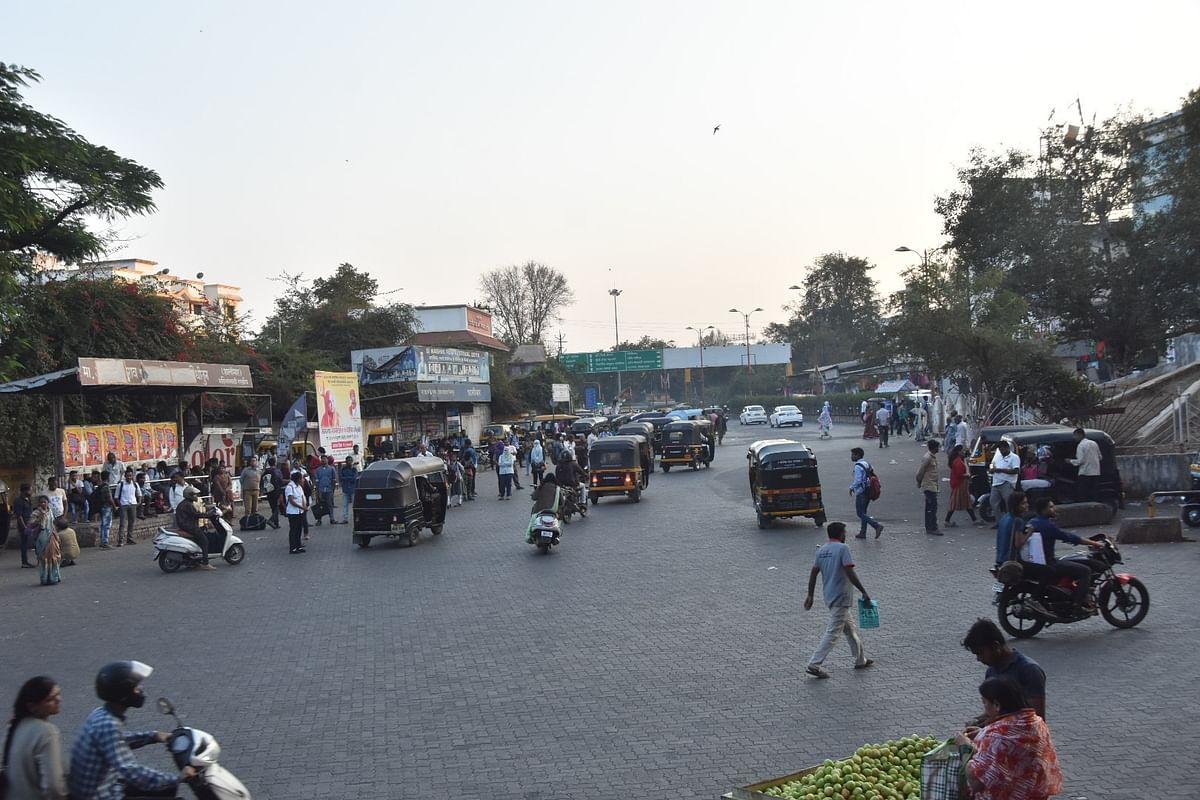 रिक्षांच्या गराड्यात हरवला 'शालिमार'; अनाधिकृत विक्रेते, फेरीवाल्यांमुळे कोंडीत भर
