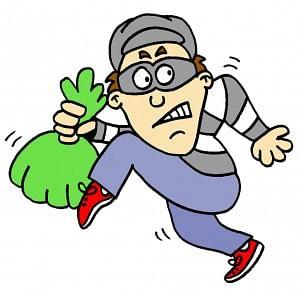 दुचाकीची डीक्की तोडून चार लाखांची चोरी