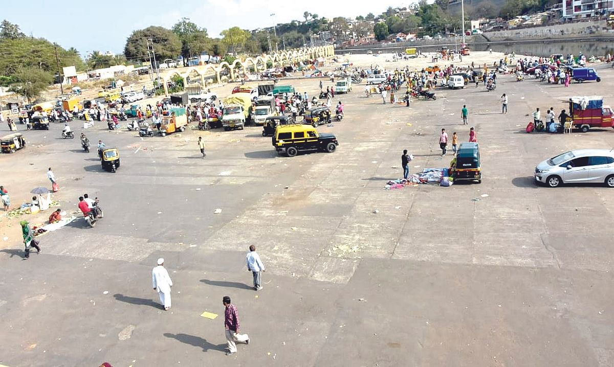The Wednesday weekly market on Gangaghat was halted by NMC due to direction of no gathering in crowds.