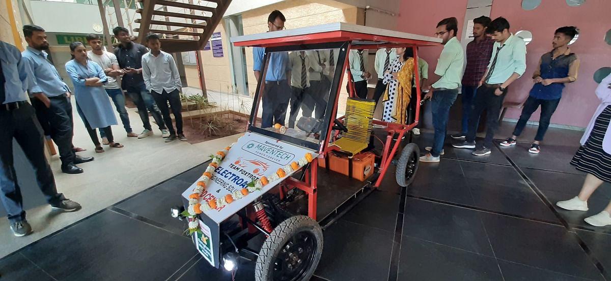 Video : नाशिकच्या विद्यार्थ्यांकडून 'स्मार्ट हायब्रीड कार'ची निर्मिती