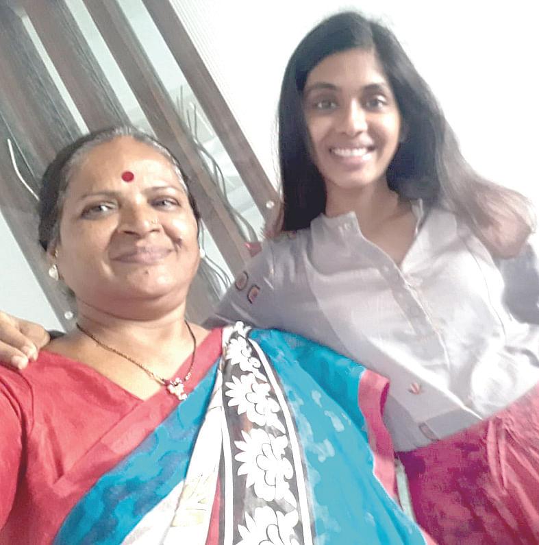 महिला दिन विशेष : मुलीला सशक्त अभिनेत्री घडवणारी आई 'शुभा पाटील'
