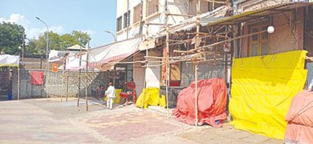 साई मंदिर बंद झाल्यामुळे चक्क दुकाने बंद करावी लागली; अर्थव्यवस्था विस्कळीत