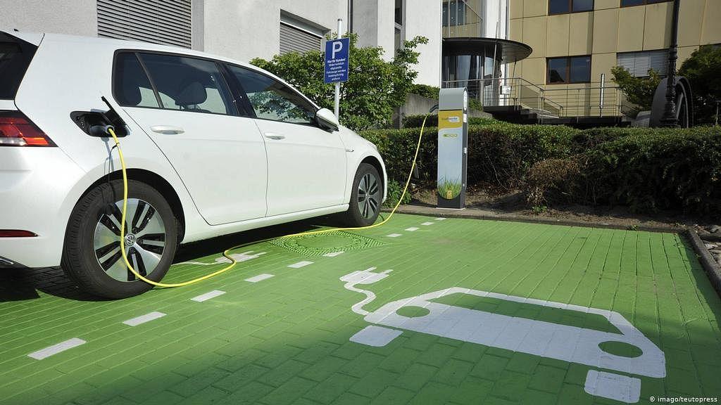 इलेक्ट्रिक वाहनउद्योग विस्तारतोय
