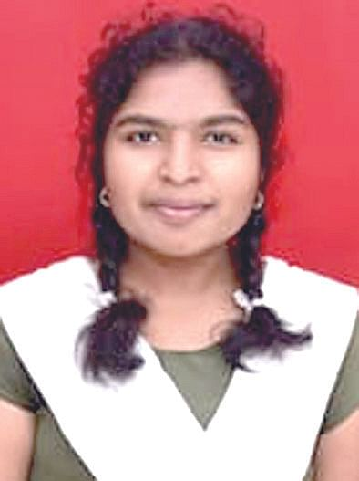 लासलगाव : वडिलांच्या अंत्यविधीपूर्वी 'ति'ने दिला १० वीचा पेपर