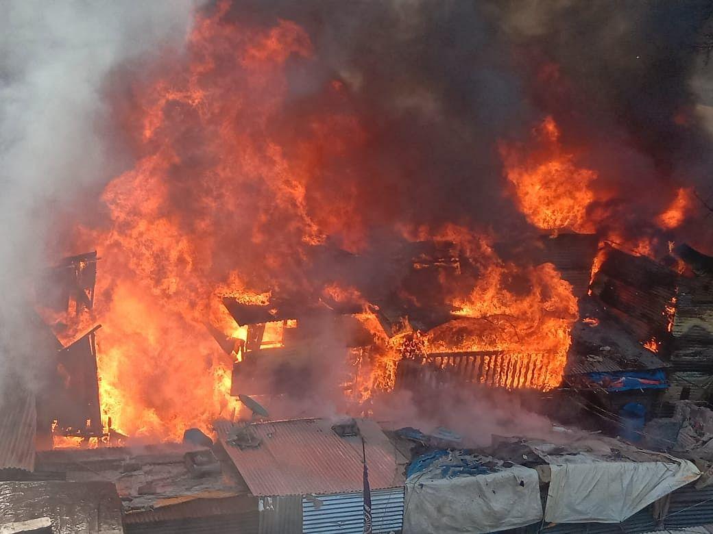 Video : भद्रकाली परिसरात भीषण आग; १०० ते १५० घरे जळून खाक; फायरमन जखमी