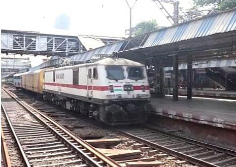 भुसावळ : मध्य रेल्वेने १५३० टन जीवनावश्यक वस्तूंची केली वाहतूक