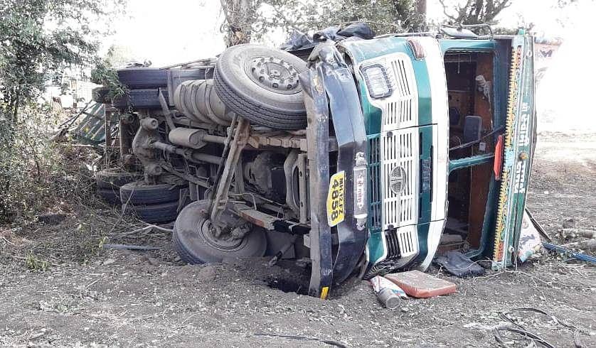 देवळा-मालेगाव मार्गावर ट्रक व स्विफ्ट कार अपघातात एकाचा मृत्यू