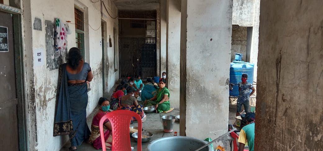 नांदगावच्या `सेंट्रल किचन 'मधून हजारो गरजू नागरिकांची भागते भुक….