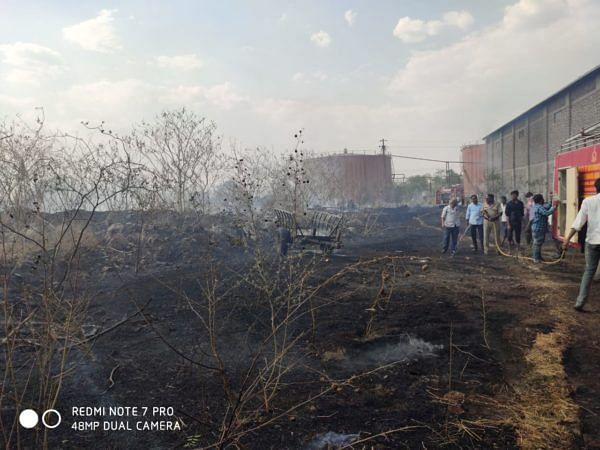 गणेश कारखान्याच्या आवारात आग; मोठी दुर्घटना टळली