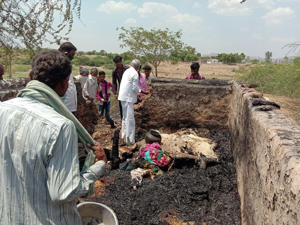 सटाणा : ब्राम्हणगाव येथील हिरावाडी शिवारात गॅस सिलेंडरच्या स्फोटात दोन घरांचे नुकसान
