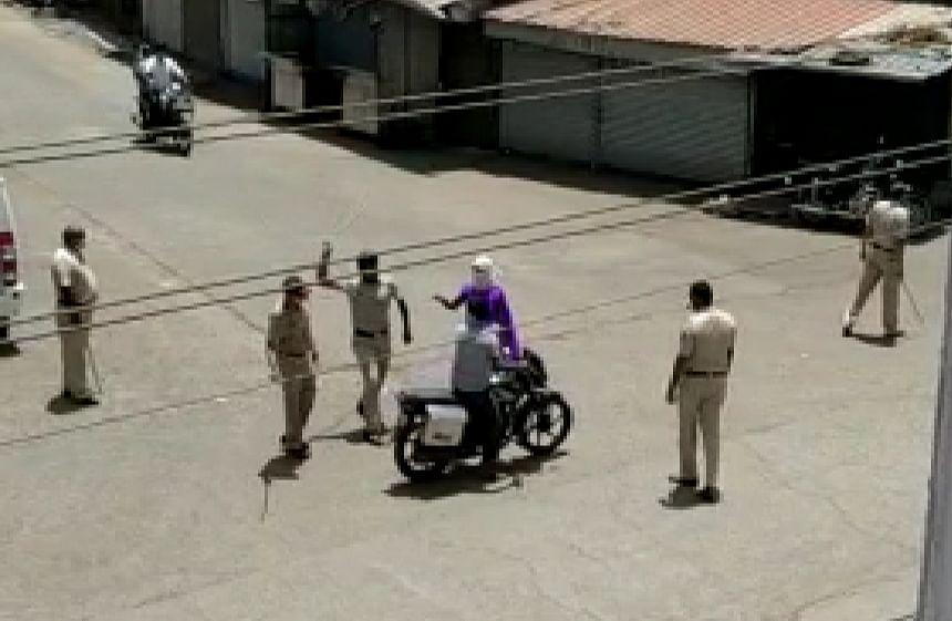 खंबाळे : आशा सेविकेच्या पतीस पोलिसांकडून मारहाण