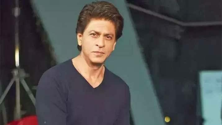 अभिनेता शाहरुख खानकडून महाराष्ट्राला २५ हजार पीपीई किट