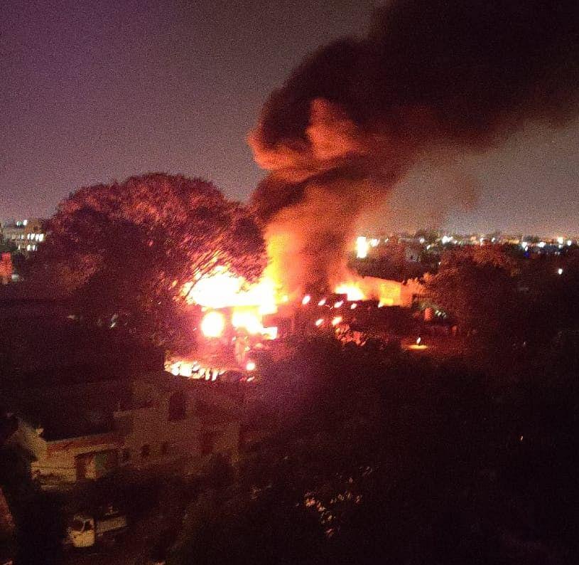 Video : दुष्काळात तेरावा; मालेगावात कापड गोदामांना भीषण आग; कोट्यवधीचे नुकसान
