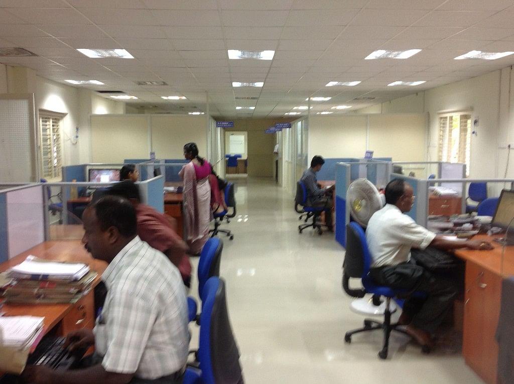 शासकीय कार्यालयांत दहा टक्के कर्मचारी उपस्थिती राहणार; कामाचा वेग वाढणार