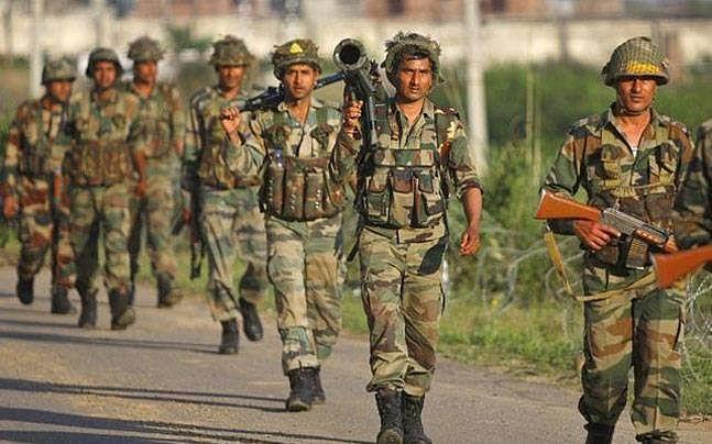 जम्मू-काश्मीर मधील कुपवाडामध्ये झालेल्या चकमकीत ५ जवान शहीद.!