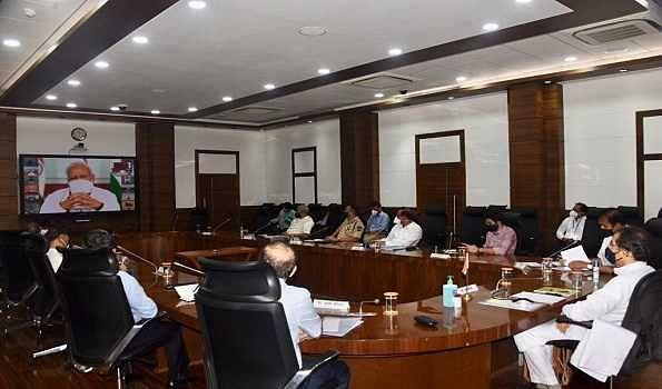 Uddhav asks PM to extend lockdown till Apr 30, 2020